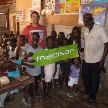 Madison en col·laboració amb escoles d'infantil i primària a Gàmbia